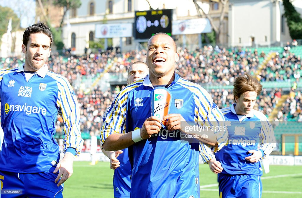 <a gi-track='captionPersonalityLinkClicked' href=/galleries/search?phrase=Jonathan+Biabiany&family=editorial&specificpeople=5973634 ng-click='$event.stopPropagation()'>Jonathan Biabiany</a> of Parma FC celebrates after the first goal during the Serie A match between AC Siena and Parma FC at Stadio Artemio Franchi on March 7, 2010 in Siena, Italy.