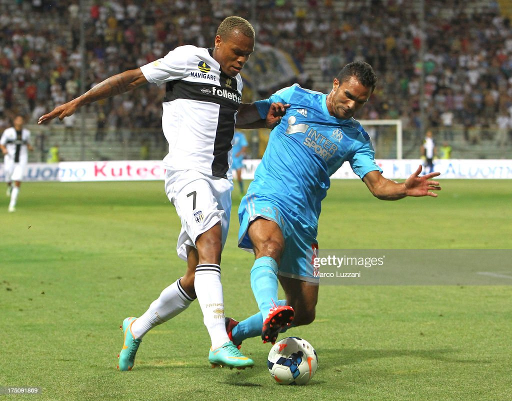 <a gi-track='captionPersonalityLinkClicked' href=/galleries/search?phrase=Jonathan+Biabiany&family=editorial&specificpeople=5973634 ng-click='$event.stopPropagation()'>Jonathan Biabiany</a> of Parma FC competes for the ball with Jeremy Morel of Olympique de Marseille during the pre-season friendly match between Parma FC and Olympique de Marseille at Stadio Ennio Tardini on July 31, 2013 in Parma, Italy.