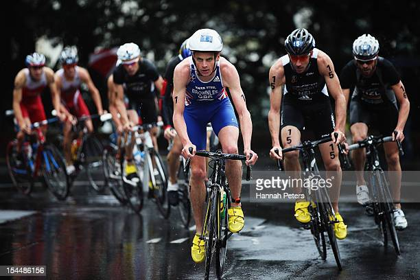 Jonathan Brownlee of Great Britain races in the 2012 ITU Elite Men's World triathlon Grand Final on October 21 2012 in Auckland New Zealand