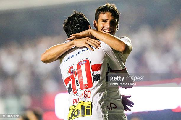 Jonathan Calleri of Sao Paulo celebrates after scoring the second goal of his team during a match between Sao Paulo and River Plate as part of Copa...