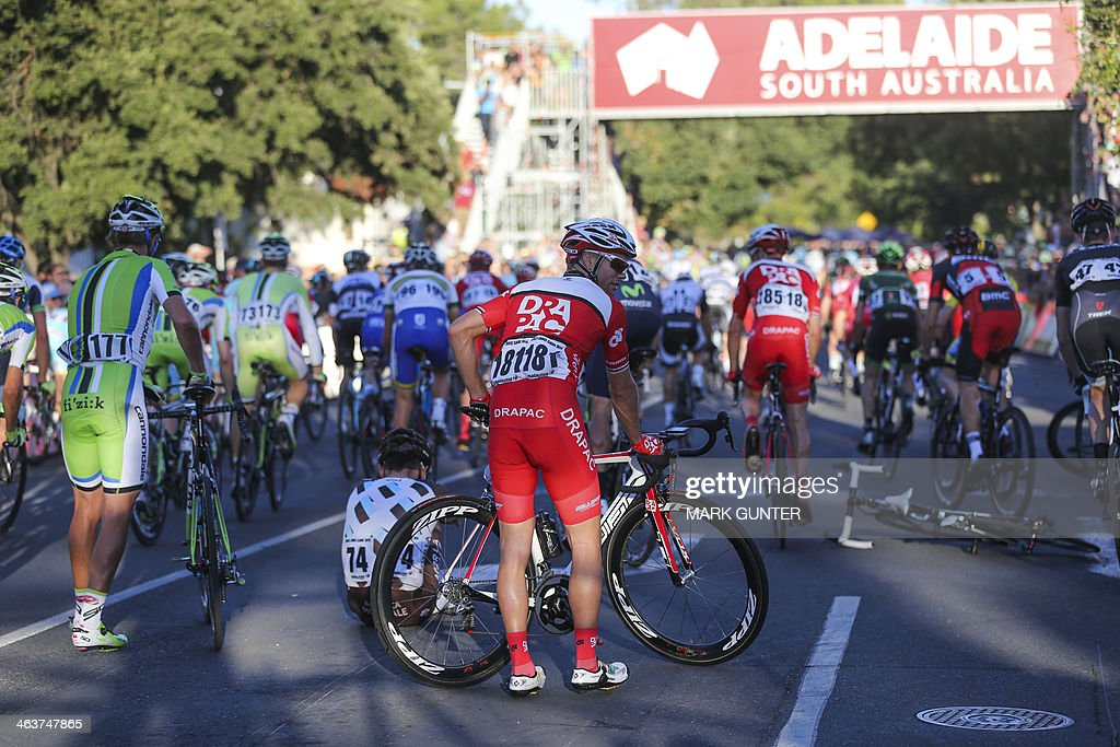 Jonathan Cantwell of Australia (AUS) DRAPAC PROFESSIONAL CYCLING recovers after being involved in a crash duringthe Peoples Choice Classic held prior to the Tour Down Under cycling race in Adelaide on January 19, 2014. AFP PHOTO / Mark Gunter USE
