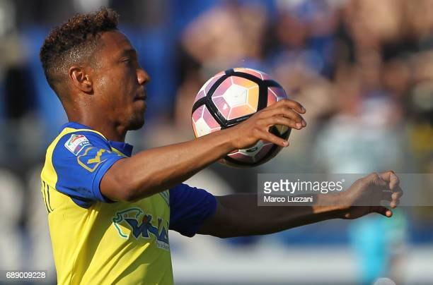 Jonathan De Guzman of AC Chievo Verona controls the ball during the Serie A match between Atalanta BC and AC ChievoVerona at Stadio Atleti Azzurri...