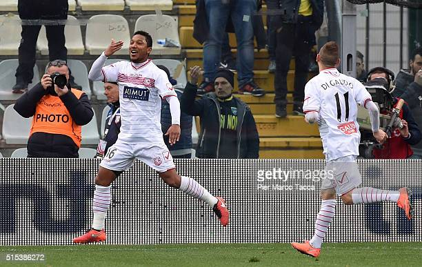 Jonathan De Guzman of Carpi FC celebrates his goal on penalty during the Serie A match between Carpi FC and Frosinone Calcio at Alberto Braglia...