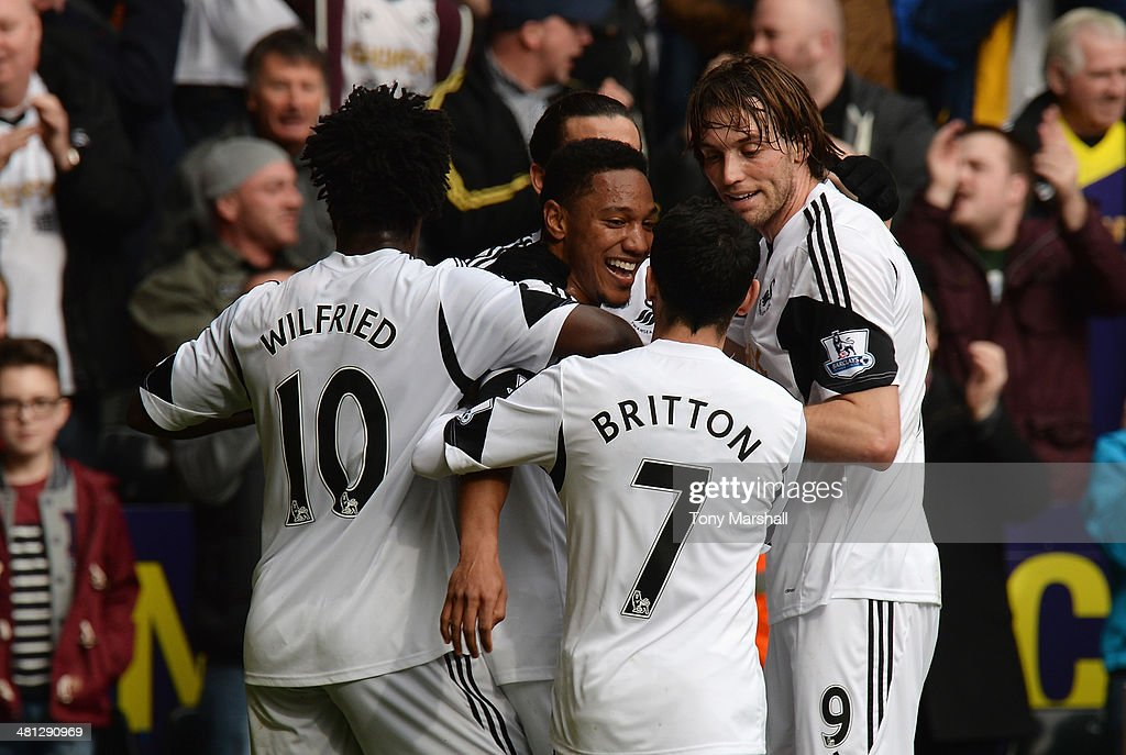<a gi-track='captionPersonalityLinkClicked' href=/galleries/search?phrase=Jonathan+de+Guzman&family=editorial&specificpeople=674543 ng-click='$event.stopPropagation()'>Jonathan de Guzman</a> of Swansea City celebrates the opening goal with team mates during the Barclays Premier League match between Swansea City and Norwich City at Liberty Stadium on March 29, 2014 in Swansea, Wales.