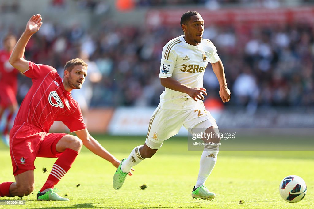 <a gi-track='captionPersonalityLinkClicked' href=/galleries/search?phrase=Jonathan+de+Guzman&family=editorial&specificpeople=674543 ng-click='$event.stopPropagation()'>Jonathan de Guzman</a> (R) of Swansea City hurdles the challenge of Jos Hooiveld (L) of Southampton during the Barclays Premier League match between Swansea City and Southampton at the Liberty Stadium on April 20, 2013 in Swansea, Wales.