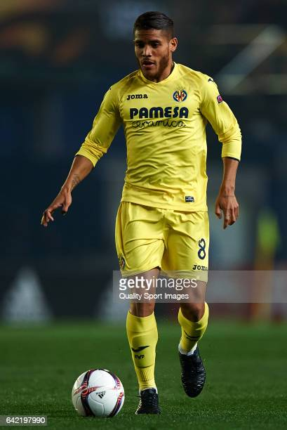 Jonathan Dos Santos of Villarreal in action during the UEFA Europa League Round of 32 first leg match between Villarreal CF and AS Roma at Estadio de...