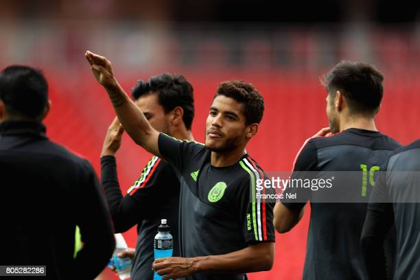 Jonathan Dos Santos speaks to team mates during the Mexico training session on July 1 2017 in Moscow Russia