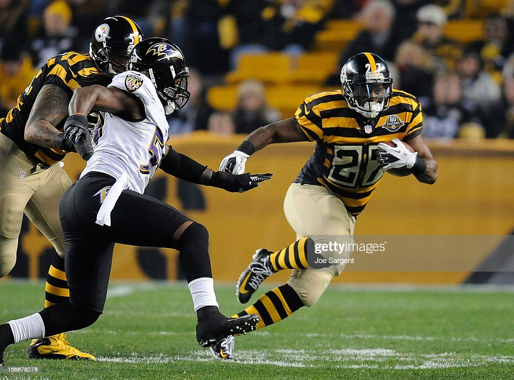 Jonathan Dwyer #27 of the Pittsburgh Steelers gets by Dannell Ellerbe #59 of the Baltimore Ravens during the third quarter on November 18, 2012 at Heinz Field in Pittsburgh, Pennsylvania. Baltimore won the game 13-10.