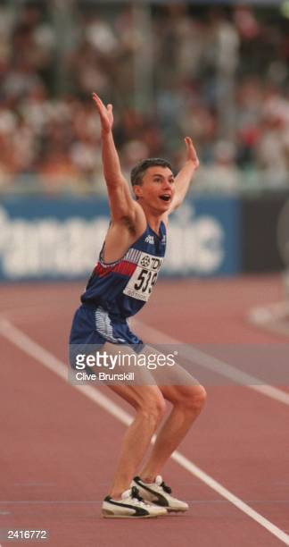 JONATHAN EDWARDS OF GREAT BRITAIN CELEBRATES AFTER BREAKING THE WORLD RECORD WITH HIS FIRST JUMP OF 816M IN THE MENS TRIPLE JUMP AT THE 1995 IAAF...