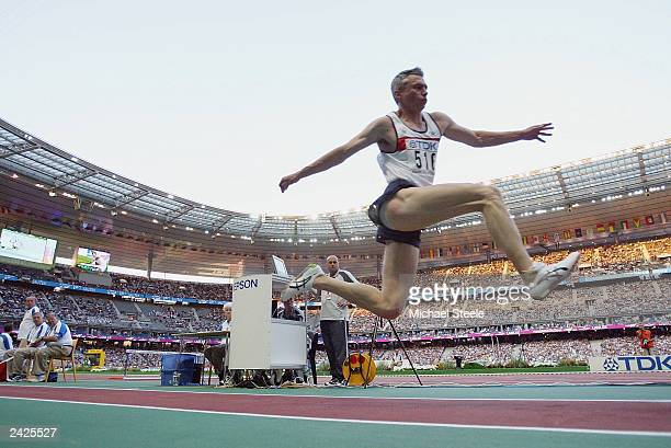 Jonathan Edwards of Great Britain flies through the air during the men's triple jump final at the 9th IAAF World Athletics Championship August 25...
