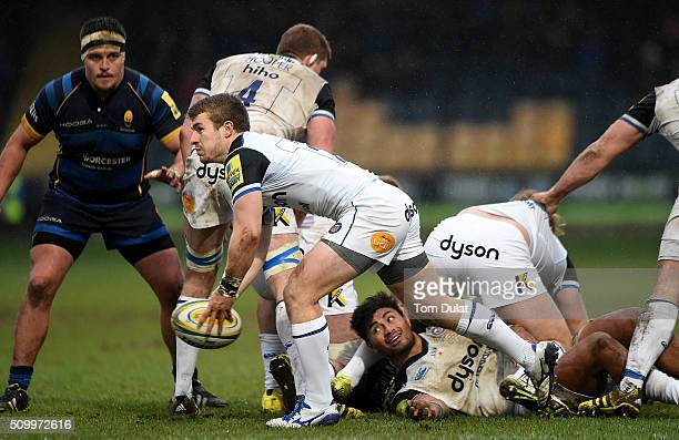Jonathan Evans of Bath Rugby passes the ball during the Aviva Premiership match between Worcester Warriors and Bath Rugby at Sixways Stadium on...