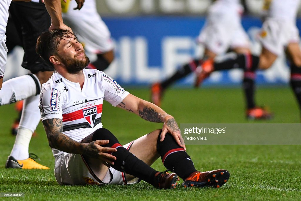 Jonathan Gmez #33 of Sao Paulo a match between Atletico MG and Sao Paulo as part of Brasileirao Series A 2017 at Independencia stadium on October 11, 2017 in Belo Horizonte, Brazil.