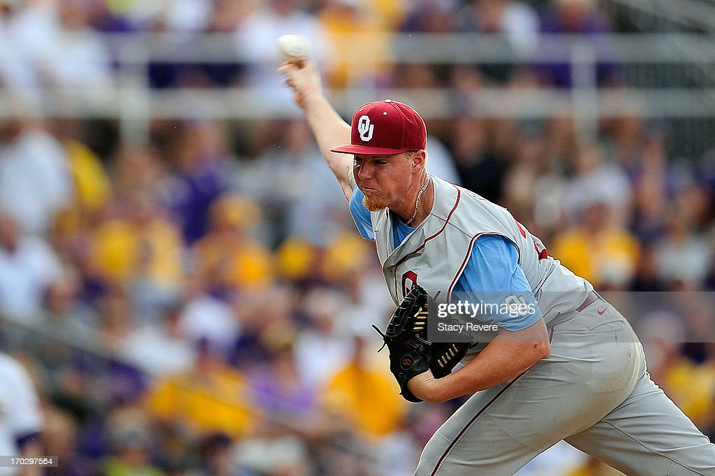 Jonathan Gray #22 of the Oklahoma Sooners throws a pitch against the LSU Tigers during Game 1 of the NCAA baseball Super Regionals at Alex Box Stadium on June 7, 2013 in Baton Rouge, Louisiana.