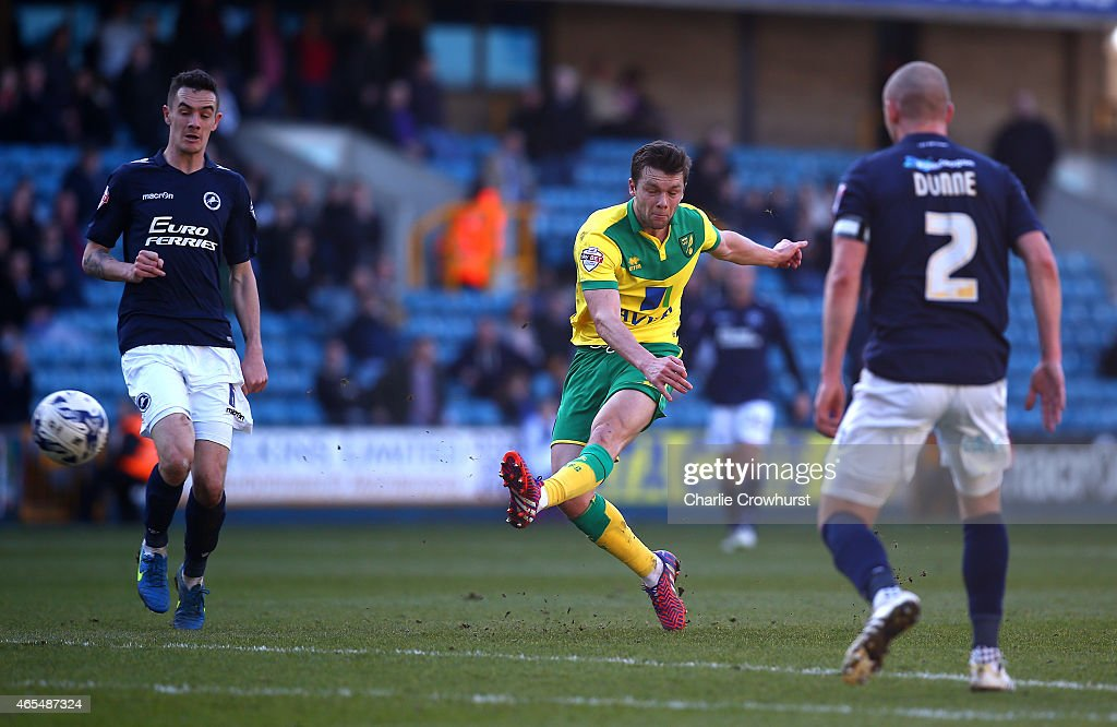 Jonathan Howson of Norwich scores the first goal of the game during the Sky Bet Championship match between Millwall and Norwich City at The Den on March 07, 2015 in London, England.