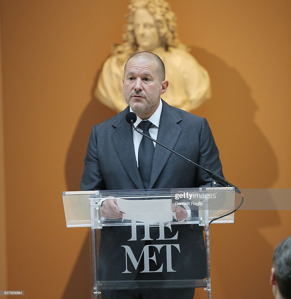 <a gi-track='captionPersonalityLinkClicked' href=/galleries/search?phrase=Jonathan+Ive&family=editorial&specificpeople=4418886 ng-click='$event.stopPropagation()'>Jonathan Ive</a>, Chief Design Officer Apple attends the 'Manus x Machina: Fashion In An Age Of Technology' - Press Preview at Metropolitan Museum of Art on May 2, 2016 in New York City.