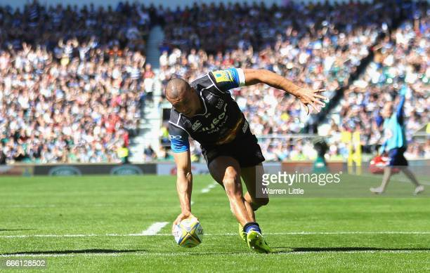 Jonathan Joseph of Bath scores a try during the Aviva Premiership match between Bath Rugby and Leicester Tigers at Twickenham Stadium on April 8 2017...