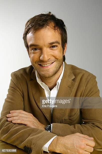Jonathan Lambert on the set of TV show 'Quotidien France'