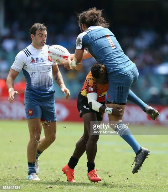 Jonathan Laugel of France passes the ball during the Challenge Trophy Quarter Final match between France and Papua New Guinea in the 2017 HSBC Sydney...