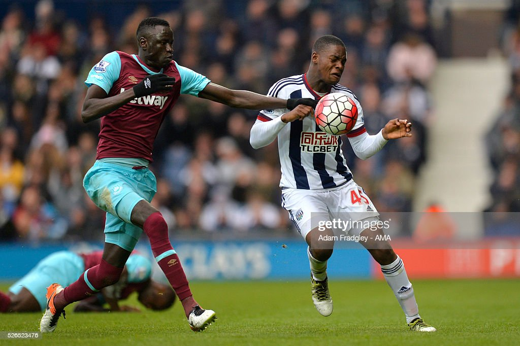 Jonathan Leko of West Bromwich Albion and Cheikhou Kouyate of West Ham United battle for the ball during the Barclays Premier League match between West Bromwich Albion and West Ham United at The Hawthorns on April 30, 2016 in West Bromwich, United Kingdom.