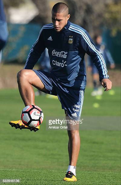 Jonathan Maidana controls the ball during a training session at Argentine Football Association 'Julio Humberto Grondona' training camp on May 24 2016...