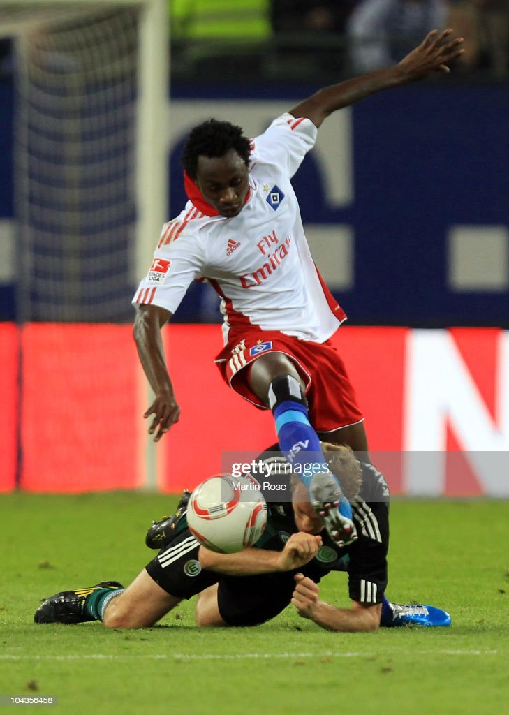 Jonathan Pitroipa (L) of Hamburg and Thomas Kahlenberg (R) of Wolfsburg battle for the ball during the Bundesliga match between Hamburger SV and VFL Wolfsburg at Imtech Arena on September 22, 2010 in Hamburg, Germany.