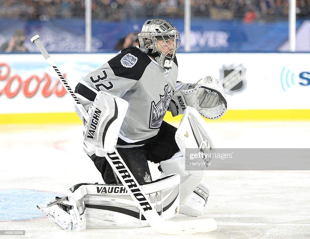 <a gi-track='captionPersonalityLinkClicked' href=/galleries/search?phrase=Jonathan+Quick&family=editorial&specificpeople=2271852 ng-click='$event.stopPropagation()'>Jonathan Quick</a> #32 of the Los Angeles Kings in goal against the Anaheim Ducks during the 2014 Coors Light NHL Stadium Series at Dodger Stadium on January 25, 2014 in Los Angeles, California. The Ducks won 3-0.