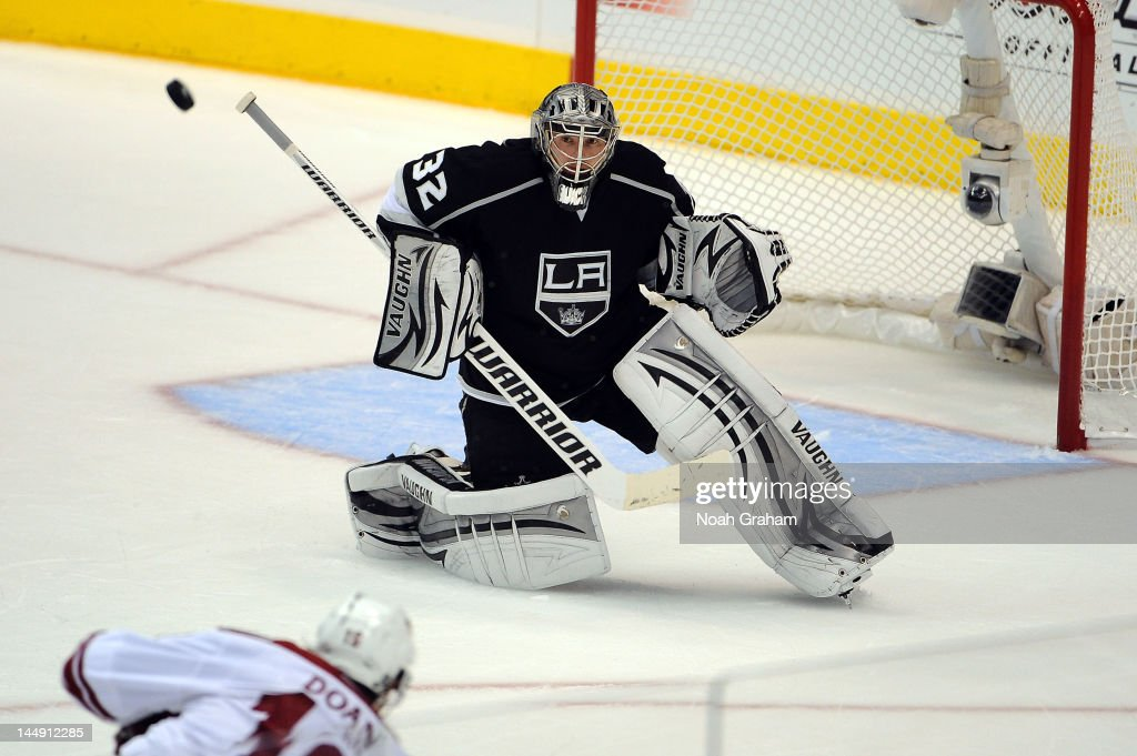<a gi-track='captionPersonalityLinkClicked' href=/galleries/search?phrase=Jonathan+Quick&family=editorial&specificpeople=2271852 ng-click='$event.stopPropagation()'>Jonathan Quick</a> #32 of the Los Angeles Kings makes the save against the Phoenix Coyotes in Game Four of the Western Conference Finals during the 2012 NHL Stanley Cup Playoffs at Staples Center on May 20, 2012 in Los Angeles, California.