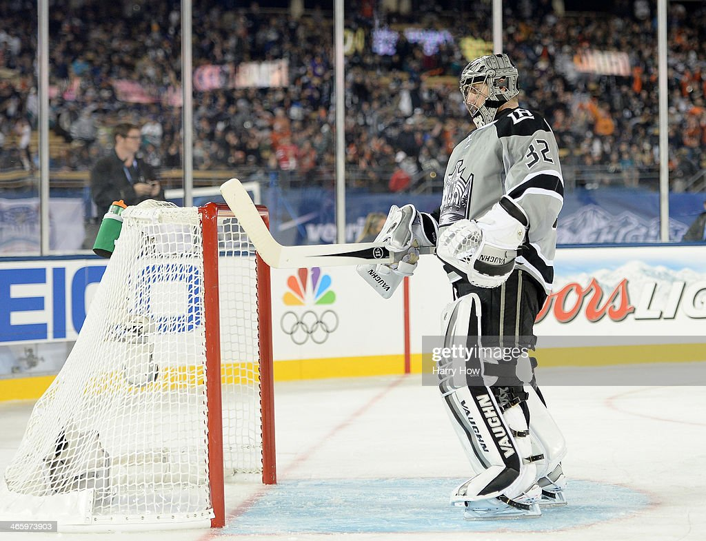 <a gi-track='captionPersonalityLinkClicked' href=/galleries/search?phrase=Jonathan+Quick&family=editorial&specificpeople=2271852 ng-click='$event.stopPropagation()'>Jonathan Quick</a> #32 of the Los Angeles Kings reacts to an empty net goal to trail 3-0 to the Anaheim Ducks during the 2014 Coors Light NHL Stadium Series at Dodger Stadium on January 25, 2014 in Los Angeles, California. The Ducks won 3-0.