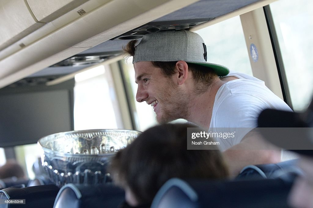 <a gi-track='captionPersonalityLinkClicked' href=/galleries/search?phrase=Jonathan+Quick&family=editorial&specificpeople=2271852 ng-click='$event.stopPropagation()'>Jonathan Quick</a> #32 of the Los Angeles Kings smiles during the Los Angeles Kings South Bay Victory Parade on June 18, 2014 in Redondo Beach, California.