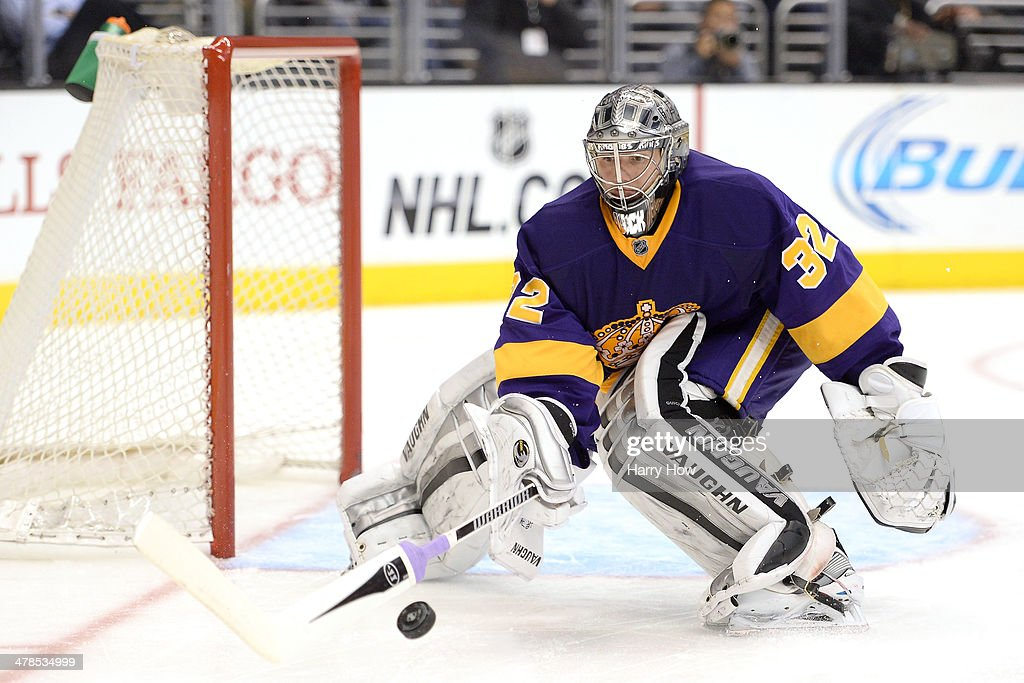 <a gi-track='captionPersonalityLinkClicked' href=/galleries/search?phrase=Jonathan+Quick&family=editorial&specificpeople=2271852 ng-click='$event.stopPropagation()'>Jonathan Quick</a> #32 of the Los Angeles Kings stops a shoot in during the game against the Toronto Maple Leafs at Staples Center on March 13, 2014 in Los Angeles, California.