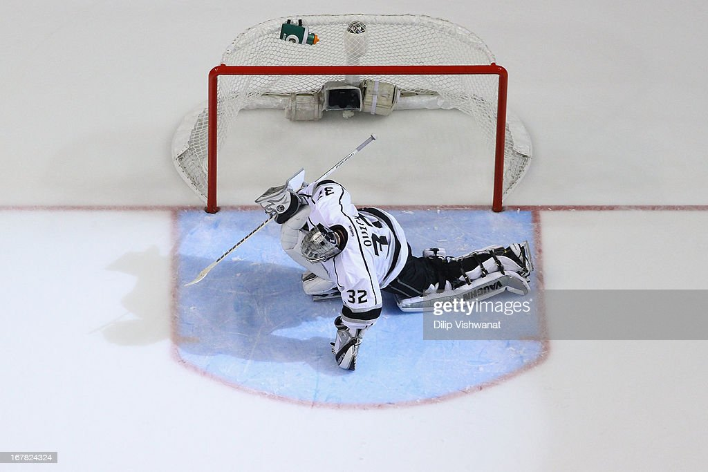 <a gi-track='captionPersonalityLinkClicked' href=/galleries/search?phrase=Jonathan+Quick&family=editorial&specificpeople=2271852 ng-click='$event.stopPropagation()'>Jonathan Quick</a> #32 of the Los Angeles Kings stretches prior to the beginning of overtime against the St. Louis Blues in Game One of the Western Conference Quarterfinals during the 2013 NHL Stanley Cup Playoffs at the Scottrade Center on April 30, 2013 in St. Louis, Missouri. The Blues beat the Kings 2-1 in overtime.
