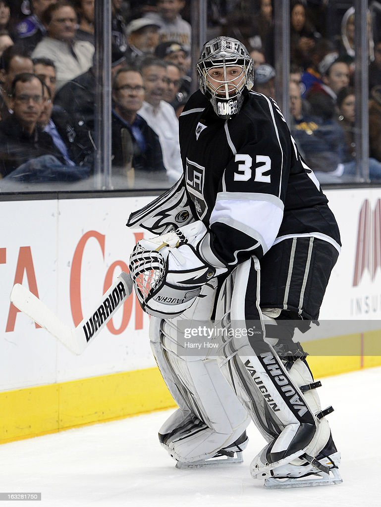 <a gi-track='captionPersonalityLinkClicked' href=/galleries/search?phrase=Jonathan+Quick&family=editorial&specificpeople=2271852 ng-click='$event.stopPropagation()'>Jonathan Quick</a> #32 of the Los Angeles Kings waits for the puck on a shoot in during a 6-4 win over the St. Louis Blues at Staples Center on March 5, 2013 in Los Angeles, California.