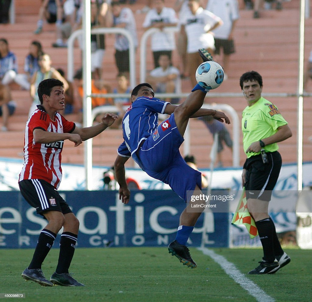 Jonathan Ramis of Godoy Cruz tries to control the ball during a match between Godoy Cruz and Estudiantes as part of Torneo Inicial at Mundialista Stadium on November 16, 2013 in Mendoza, Argentina.