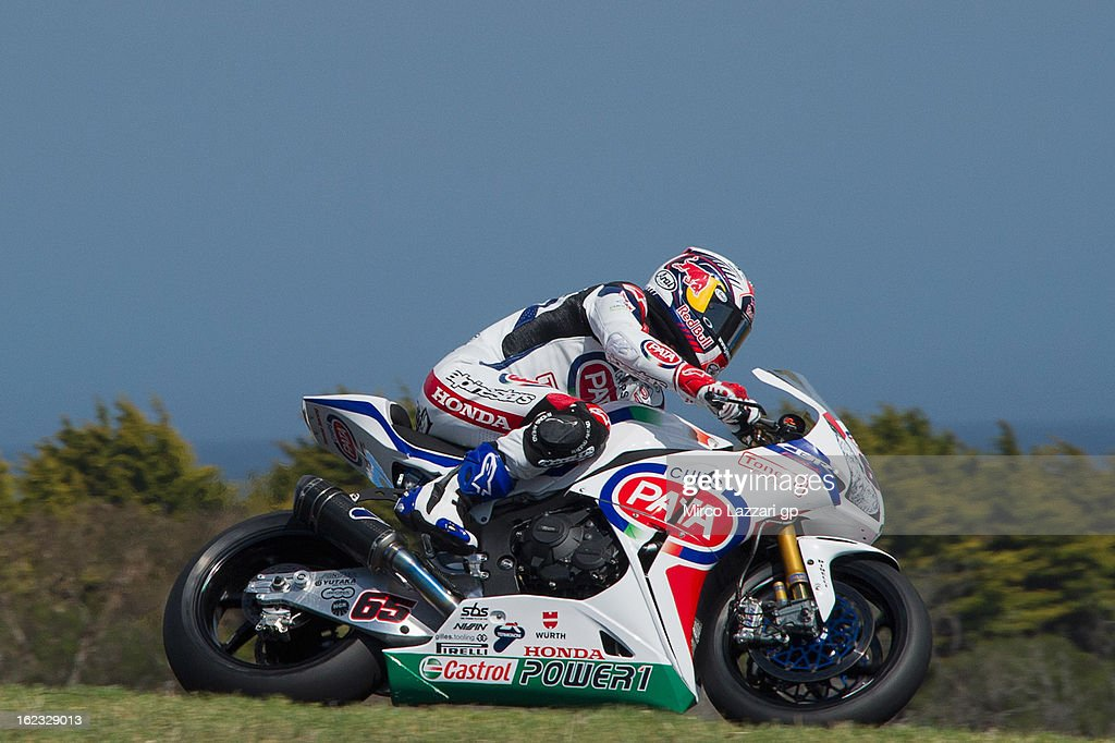Jonathan Rea of Great Britain and Pata Honda World Superbike heads down a straight during qualifying practice ahead of the World Superbikes at Phillip Island Grand Prix Circuit on February 22, 2013 in Phillip Island, Australia.