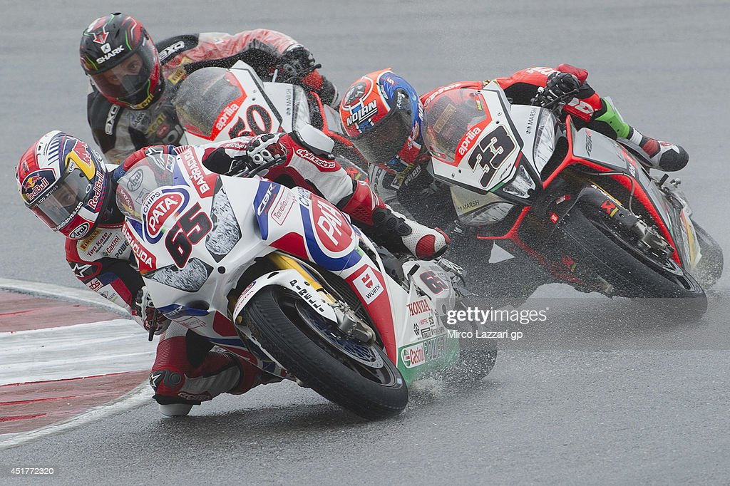 <a gi-track='captionPersonalityLinkClicked' href=/galleries/search?phrase=Jonathan+Rea&family=editorial&specificpeople=2643129 ng-click='$event.stopPropagation()'>Jonathan Rea</a> of Great Britain and PATA Honda World Superbike leads the field during the race 2 during the FIM Superbike World Championship - Race at Portimao Circuit on July 6, 2014 in Portimao, Portugal.