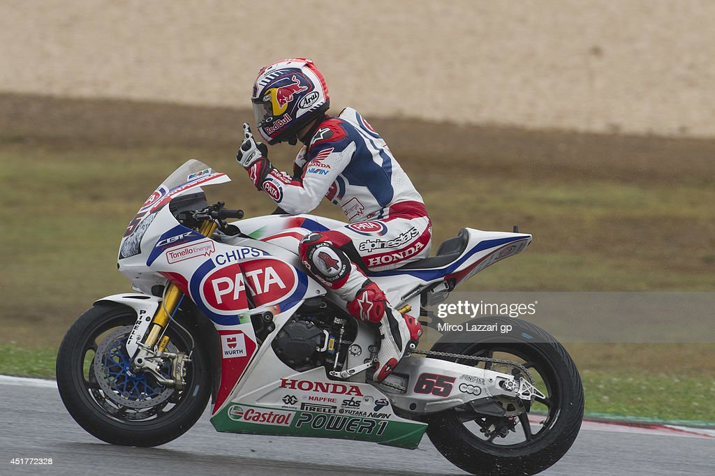 <a gi-track='captionPersonalityLinkClicked' href=/galleries/search?phrase=Jonathan+Rea&family=editorial&specificpeople=2643129 ng-click='$event.stopPropagation()'>Jonathan Rea</a> of Great Britain and PATA Honda World Superbike celebrates the victory at the end of the race 2 during the FIM Superbike World Championship - Race at Portimao Circuit on July 6, 2014 in Portimao, Portugal.