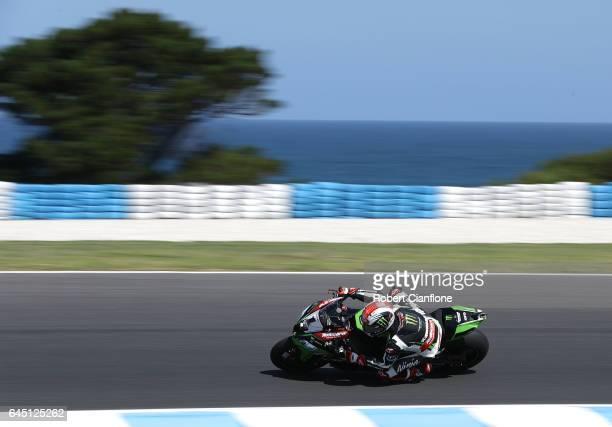 Jonathan Rea of Great Britain rides the Kawasaki Racing Team Kawasaki during race one of round one of the FIM World Superbike Championship at Phillip...