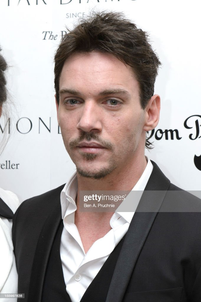 <a gi-track='captionPersonalityLinkClicked' href=/galleries/search?phrase=Jonathan+Rhys+Meyers&family=editorial&specificpeople=206662 ng-click='$event.stopPropagation()'>Jonathan Rhys Meyers</a> attends the PeaceEarth foundation fundraising gala at Banqueting House on November 10, 2012 in London, England.
