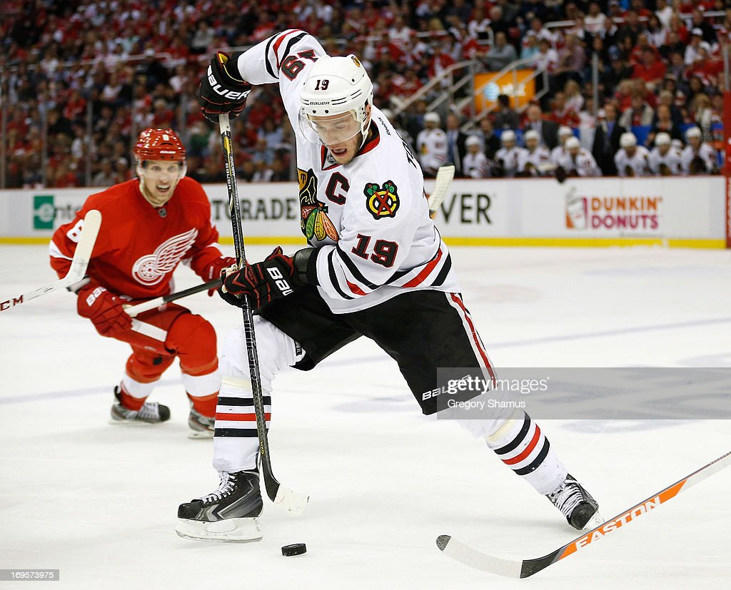 <a gi-track='captionPersonalityLinkClicked' href=/galleries/search?phrase=Jonathan+Toews&family=editorial&specificpeople=537799 ng-click='$event.stopPropagation()'>Jonathan Toews</a> #19 of the Chicago Blackhawks tries to control the puck in front of <a gi-track='captionPersonalityLinkClicked' href=/galleries/search?phrase=Justin+Abdelkader&family=editorial&specificpeople=2271858 ng-click='$event.stopPropagation()'>Justin Abdelkader</a> #8 of the Detroit Red Wings in Game Six of the Western Conference Semifinals during the 2013 NHL Stanley Cup Playoffs at Joe Louis Arena on May 27, 2013 in Detroit, Michigan. Chicago won the game 4-3 to tie the series 3-3.