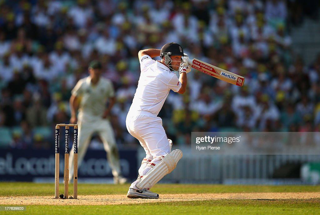 Jonathan Trott of England bats during day five of the 5th Investec Ashes Test match between England and Australia at the Kia Oval on August 25, 2013 in London, England.