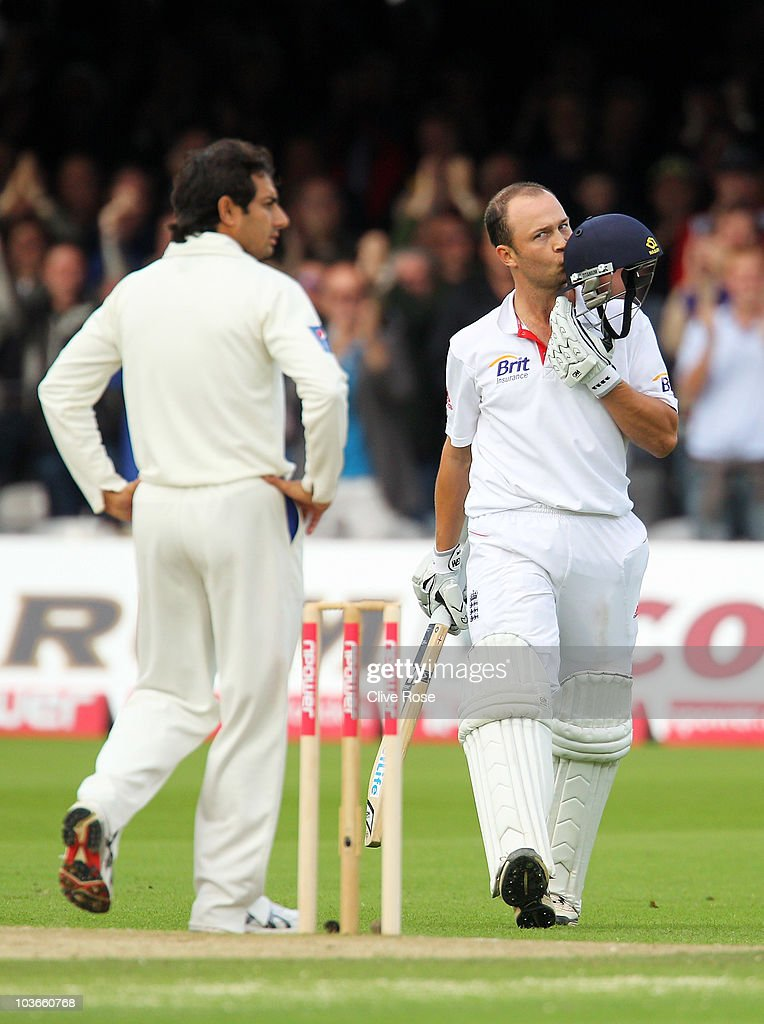 Jonathan Trott of England kisses his helmet after reaching his century during day two of the 4th npower Test Match between England and Pakistan at Lord's on August 27, 2010 in London, England.