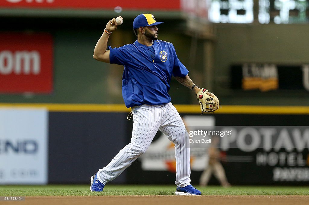 <a gi-track='captionPersonalityLinkClicked' href=/galleries/search?phrase=Jonathan+Villar&family=editorial&specificpeople=8981472 ng-click='$event.stopPropagation()'>Jonathan Villar</a> #5 of the Milwaukee Brewers warms up before the game against the Cincinnati Reds at Miller Park on May 27, 2016 in Milwaukee, Wisconsin.