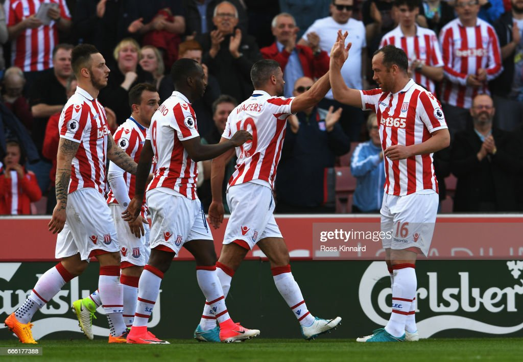 Jonathan Walters of Stoke City celebrates scoring his sides first goal with his Stoke City team mates during the Premier League match between Stoke City and Liverpool at Bet365 Stadium on April 8, 2017 in Stoke on Trent, England.