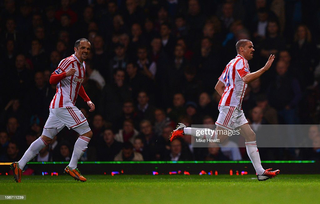 <a gi-track='captionPersonalityLinkClicked' href=/galleries/search?phrase=Jonathan+Walters&family=editorial&specificpeople=3389578 ng-click='$event.stopPropagation()'>Jonathan Walters</a> (R) of Stoke City celebrates the opening goal with <a gi-track='captionPersonalityLinkClicked' href=/galleries/search?phrase=Matthew+Etherington&family=editorial&specificpeople=221361 ng-click='$event.stopPropagation()'>Matthew Etherington</a> during the Barclays Premier League match between West Ham United and Stoke City at the Boleyn Ground on November 19, 2012 in London, England.