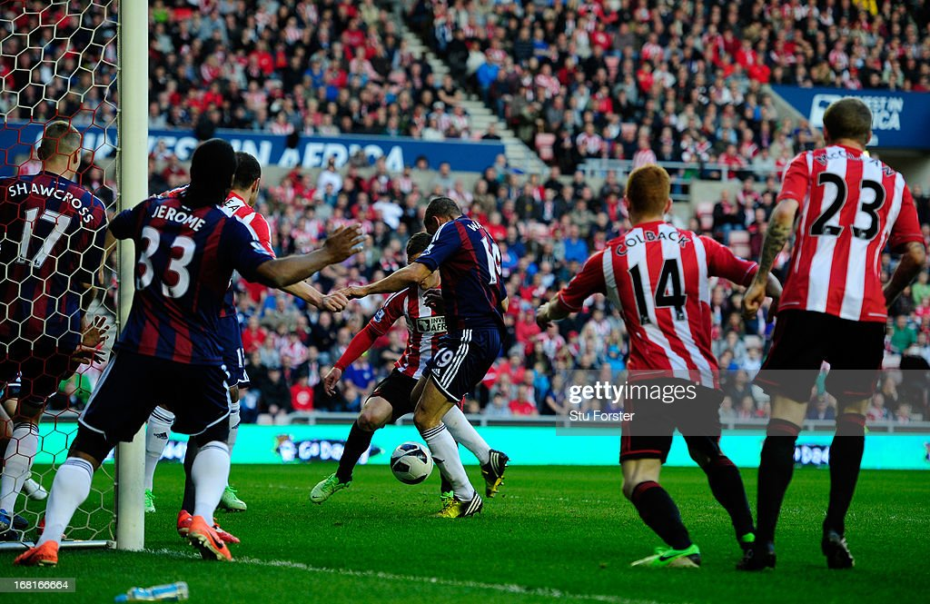 <a gi-track='captionPersonalityLinkClicked' href=/galleries/search?phrase=Jonathan+Walters&family=editorial&specificpeople=3389578 ng-click='$event.stopPropagation()'>Jonathan Walters</a> of Stoke City scores the opening goal during the Barclays Premier League match between Sunderland and Stoke City at the Stadium of Light on May 06, 2013 in Sunderland, England.