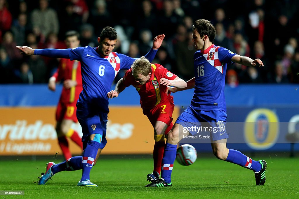 Jonathan Williams of Wales is tackled by <a gi-track='captionPersonalityLinkClicked' href=/galleries/search?phrase=Dejan+Lovren&family=editorial&specificpeople=5577379 ng-click='$event.stopPropagation()'>Dejan Lovren</a> (L) and Milan Badelj (R) of Croatia during the FIFA 2014 World Cup qualifier between Wales and Croatia at The Liberty Stadium on March 26, 2013 in Swansea, Wales.