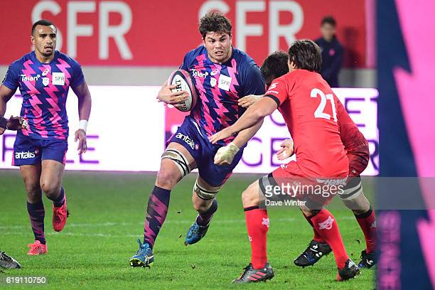 Jonathon Ross of Stade Francais Paris takes on the Lyon defence during the French Top 14 between Stade Francais and Lyon OU at Stade Jean Bouin on...