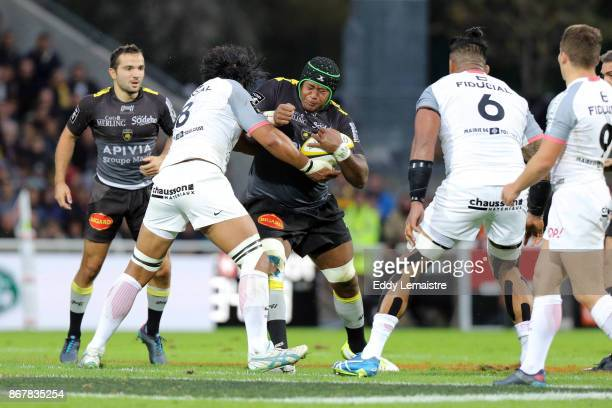 Jone Qovu of La Rochelle and Talalelei Gray of Toulouse during the Top 14 match between Stade Rochelais and Stade Toulousain at on October 29 2017 in...