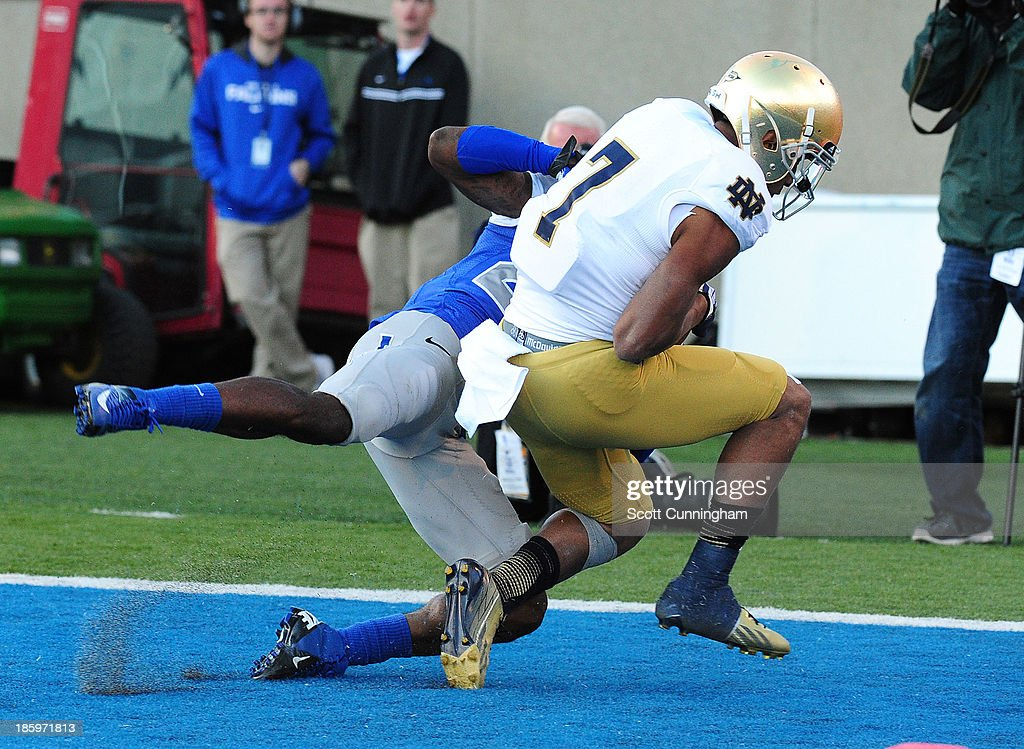 T. J. Jones #7 of the Notre Dame Fighting Irish makes a catch for a touchdown against the Air Force Falcons at Falcon Stadium on October 26, 2013 in Colorado Springs, Colorado.