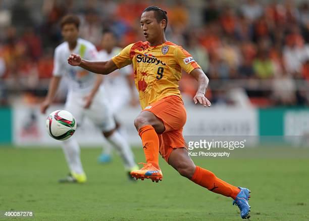 Jong Tae se of Shimizu SPulse in action during the JLeague match between Shimizu SPulse and Sanfrecce Hiroshima at IAI Stadium Nihondaira on...